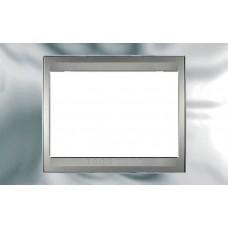 Рамка 3-модульная Итальянский дизайн Unica Top. Цвет Блестящий хром/Алюминий MGU66.103.010