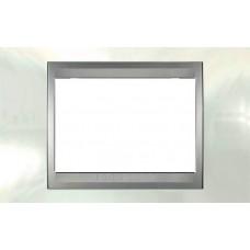 Рамка 3-модульная Итальянский дизайн Unica Top. Цвет Белоснежный/Алюминий MGU66.103.092