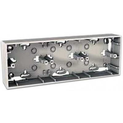 Монтажная коробка для открытого монтажа трехместная Unica MGU8.006.25