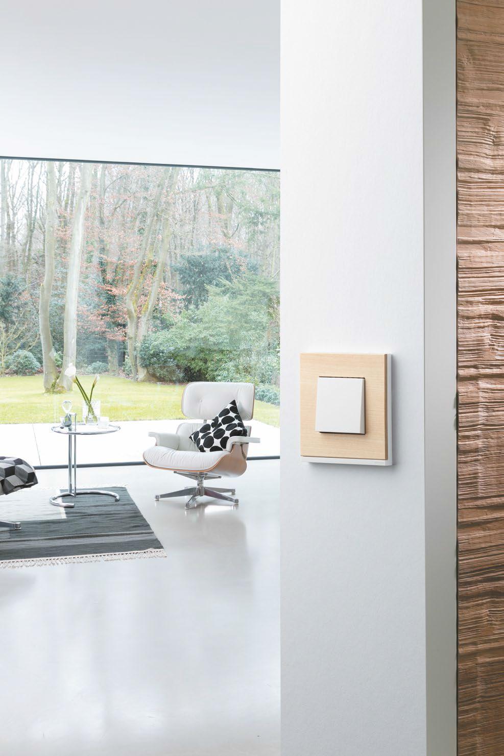 Пример реализации выключателя Unica Pure в гостиной