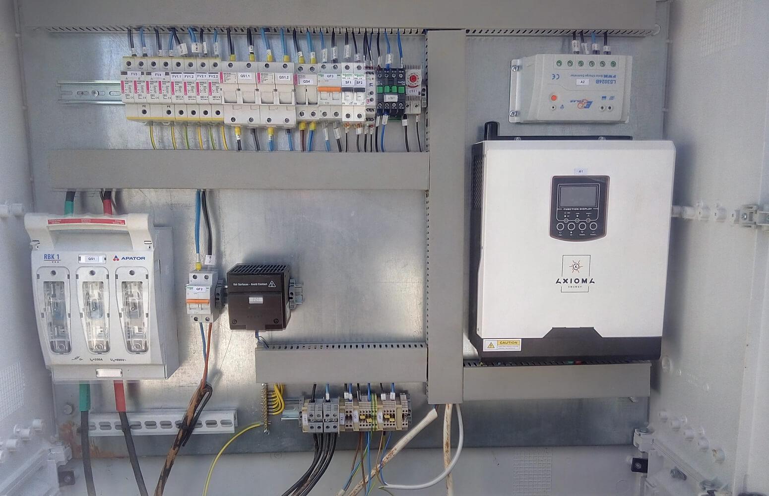 Щит инвертора для управления автономным освещением